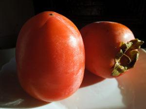 Rojo brillante kaki, veoma krupna japanska jabuka