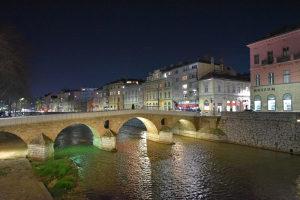 Renoviran četverosoban stan-Sarajevo-Stari Grad 120