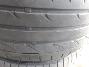 Bridgestone 215 40 17.4kom.ljetne god 2012