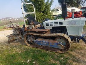 Traktor gusjeničar sa vitlom