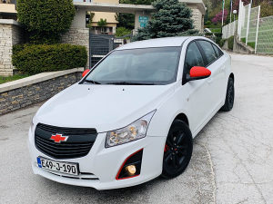 Chevrolet Cruze 1.6 S Limited Red Edition Face-lift...