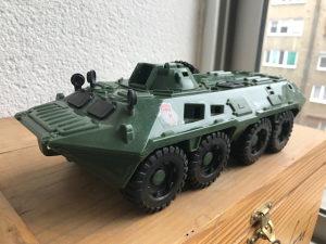 Veliki model Ruskog oklopnog vozila BTR 80  ( NOVO )