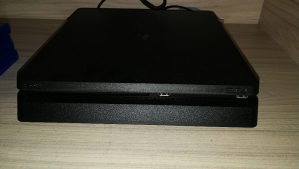 Playstation 4 PS4 500gb +6 igara +Dzojstik