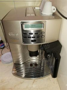 Aparat za espreso DeLonghi Magnifica Automatic