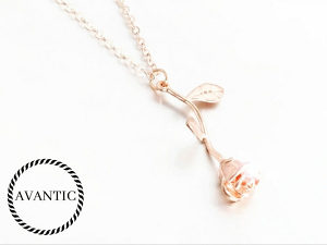 Ženska ogrlica-ruža