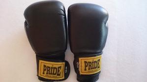 Pride Box rukavice i stitnici komplet