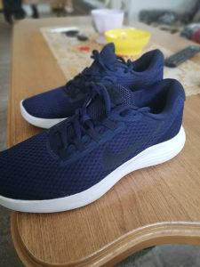 Nike tene