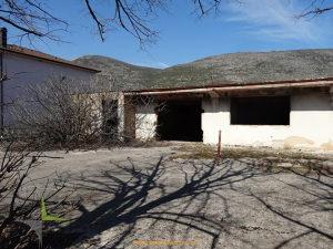 Devastiran objekat sa zemljištem Raštani Mostar