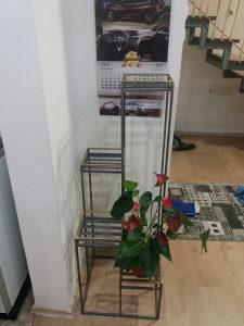 Stalak za cvijece od kvadratne sipke