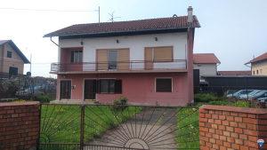 Prodaje se kuća u samom centru Trna