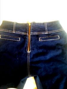 Pantolone pozadi rajfeslus