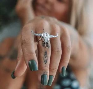 Prsten s rogovima, unisex