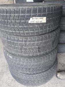 Bridgestone 225 65 17.4kom .zimske