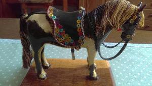 Skulptura konj