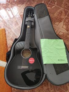 Fender Koncertna Gitara
