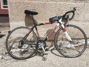 Cestovni bicikl racer 1000