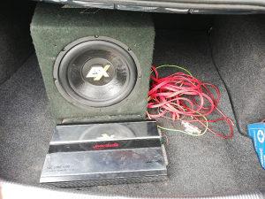 Auto muzika pojacalo plus zvucnik