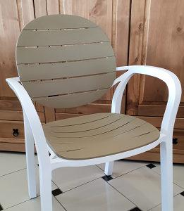 Plastična stolica J-01