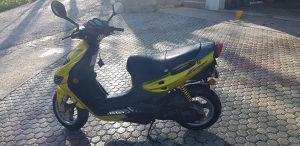 Motor skuter-Suzuki