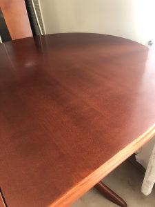Kuhinjski sto sa stolicama