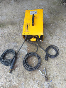 Aparat za varenje elektro VAREX 160/180 AM.