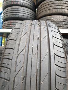 Prodajem 2 gume 225 50 18 Bridgestone 7mm