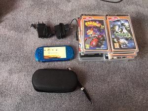 PSP sa 2 punjaca i 14 igrica