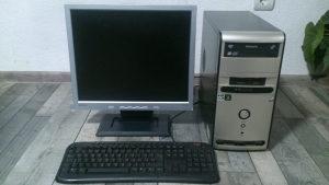 Komplet racunar i monitor lcd i tastatura