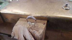 Prsten 5kam bjelo zlato 585