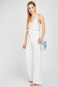 Bijele siroke elegantne hlace