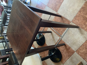 Visoki drveni barski stol, stolovi 60x60