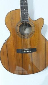 Gitara Cort