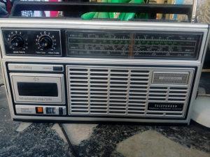 Radio kasetofon stari