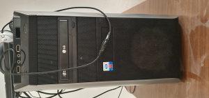 Kompjuter gaming i monitor