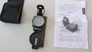 kompas sa futrolom