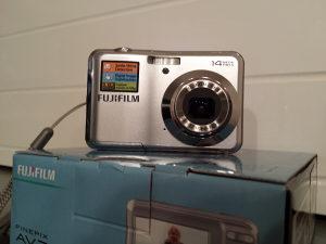 Digitalni fotoaparat FUJIFILM AV200