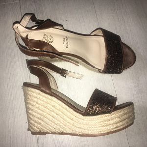 Zenske sandale puna peta