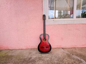 Djecija gitara