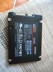 """Ssd 500 gb novo za laptop 2.5"""""""