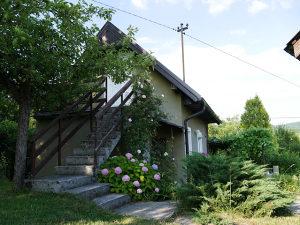 Ljetna kuća na lijepoj parceli Rakovica, Kobiljača