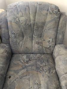 Trosjed i dvije fotelje (prodaje se u jednom komadu)