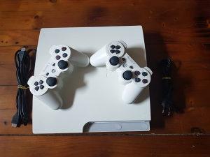 PS3 Slim Bijeli Čipovan 1000GB 2 Dzojstika 100 Igara