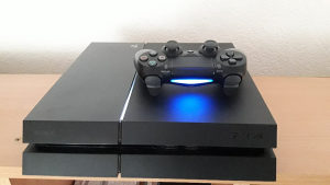PS4 CIPOVAN 500GB SA 20 IGARA PES 18 GTA V DVA DZOJSTIK