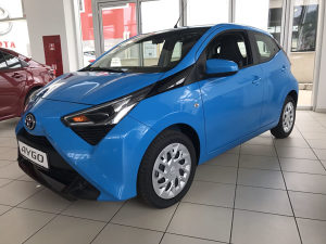 TOYOTA AYGO 1.0 BENZIN X-PLAY TOUCH CONNECT M/T