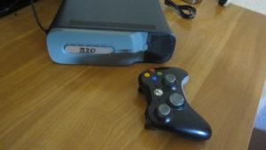 XBOX 360   ČIPOVAN 52 igrica / 320HDD .
