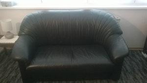 kožni kauč u dobrom stanju