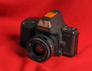 Yashica 230 AF sa zoom 35 - 70 mm f 3,5 - 4,5