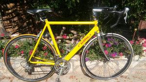 Cestovni drumski bicikl