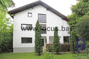 LOCUS prodaje: Kuća sa prostranim dvorištem, Stup