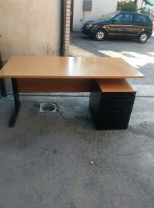 Kancelarijski radni stol